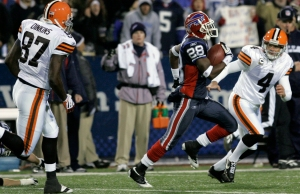 Buffalo Bills' Leodis McKelvin (28) runs back a kick for a touchdown against the Cleveland Browns during the second half of the NFL football game at Ralph Wilson Stadium in Orchard Park, N.Y., Monday, Nov. 17, 2008.