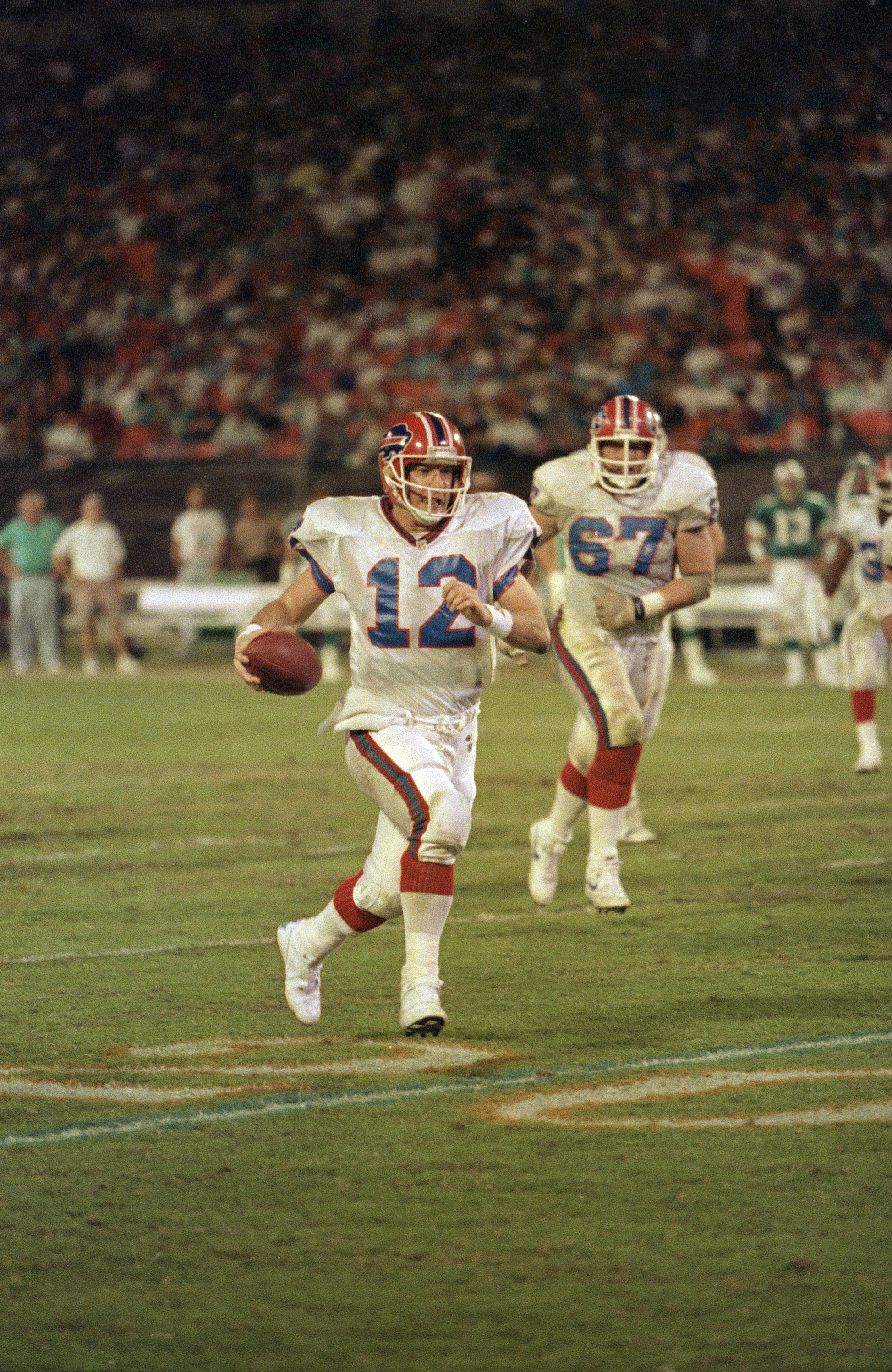Buffalo Bills quarterback Jim Kelly runs with the ball in the third quarter at Joe Robbie Stadium Monday Night, Nov. 20, 1991 in Miami, Fla. (AP Photo/Jim Spoonts)